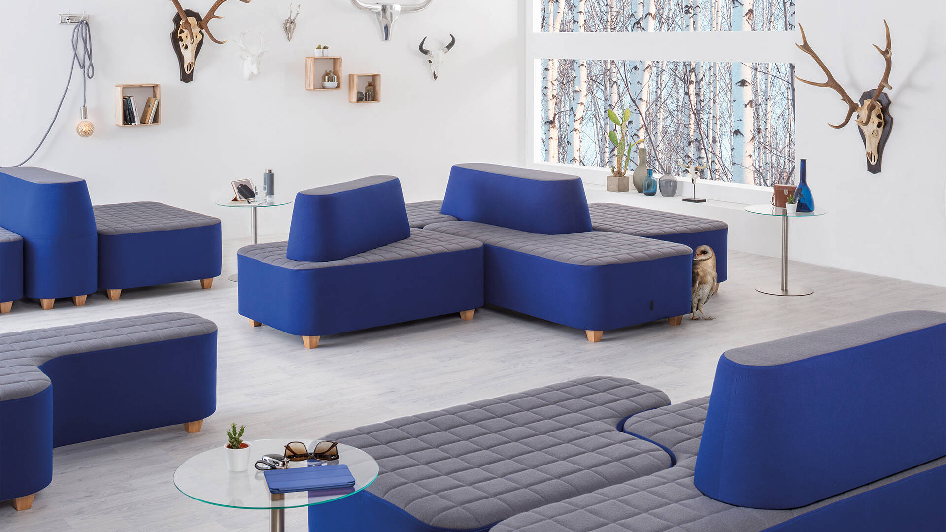 FlexFive – modular lounge and seating landscape made by SMV / <i>FlexFive – modulare Lounge von SMV</i>