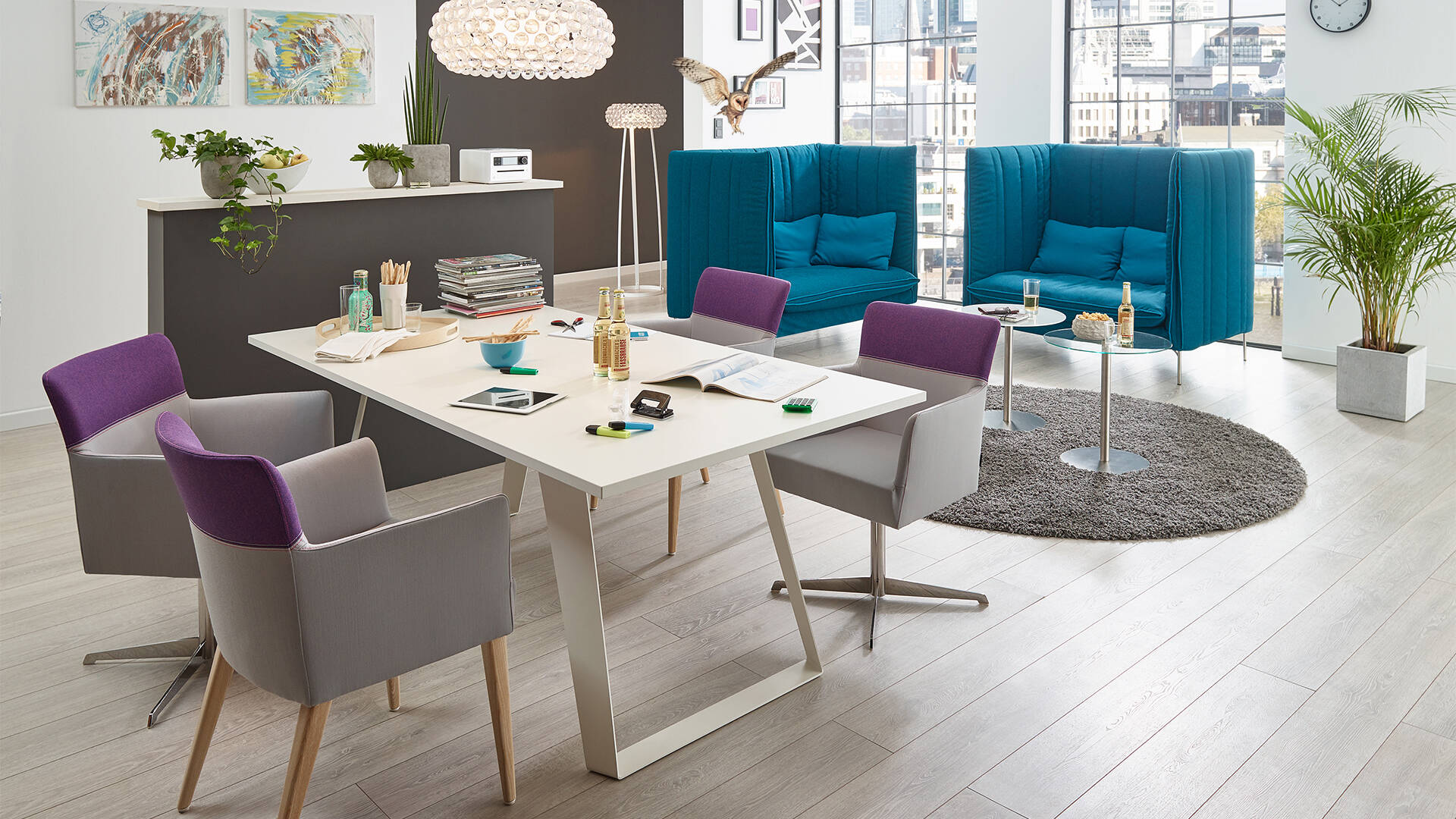 Create individuell rooms and offices with contract furnitures by SMV – armchair Head Up and sound absorbing acoustic sofa FourtyTwo / <i>Individuell Räume gestalten mit Objektmöbeln von SMV – Stuhl Head Up und akustisch-wirksames Sofa FourtyTwo</i>